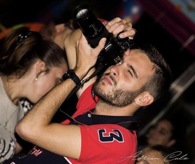 Jesús Somoza e a súa cámara. ADRIÁN CALO